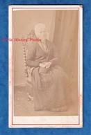 Photo Ancienne CDV Vers 1870 - GUERET ( Creuse ) - Portrait D'une Femme Avec Coiffe - Photographe A. Breton - Folklore - Alte (vor 1900)