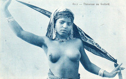 V10Ve  Algérie Jeune Fille Seins Nus Danseuse Au Foulard - Mujeres