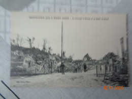 MONTDIDIER  Après La Grande Guerre : Le Passage à Niveau Et La Route De Tricot - Montdidier