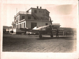 PHOTO DE 13.5 X 18 CMS REPRESENTANT UN MORANE SAULNIER 406 N° 162  DU GC II/6 4eme ESCADRILLE  AVEC SON PILOTE A COTE - Aviación