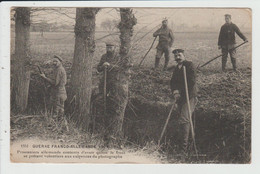 THEME MILITARIA - GUERRE FRANCO ALLEMANDE- PRISONNIERS ALLEMANDS DEVANT LE PHOTOGRAPHE - Guerra 1914-18
