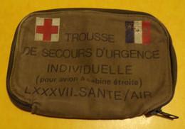 TROUSSE DE SECOURS D'URGENCE INDIVIDUELLE SANTE/AIR, DIMENSION 19 CM X 16 CM ,ETAT NEUF  VOIR PHOTO . POUR TOUT RENSEIGN - Equipment