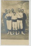 SAVIGNY SUR BRAYE - Belle Carte Photo Hommes Gymnastes Posant Avec Trompette Début XXème - Photo BRIANT à SAVIGNY - Other Municipalities
