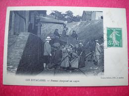 LES ESTACADES 12 . Femmes Chargeant Un Wagon .édit Veuve Delsol à Auffet . - Sonstige Gemeinden