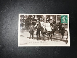 15 - VICHY Les Anes De La Place De L'Hotel De Ville - Vichy