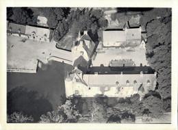 PHOTO DE 17 X 12.5 CMS REPRESENTANT UNE VUE AERIENNE AU DESSUS DU CHATEAU DE TRECESSON CAMPENEAC MORBIHAN - Places