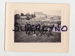 33 GIRONDE GUITRES PHOTO AVRIL 1940 GROUPE DE SOLDATS AVEC CHIEN EPAGNEUL - Non Classificati