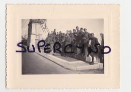 33 GIRONDE GUITRES PHOTO AVRIL 1940 GROUPE DE SOLDATS SUR UN PONT - Non Classificati