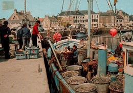 CPM - St VAAST-La-HOUGUE - Débarquement Du Poisson Sur Le Port - Edition Artaud - Saint Vaast La Hougue