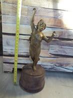 Statuette, Socle En Bois -556 Grammes ! - Other