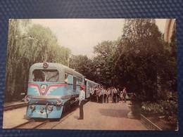 UKRAINE.  KHARKOV / Kharkiv. Pioneer RAILWAY STATION - LA GARE - BAHNHOF 1960s Train - Stazioni Con Treni