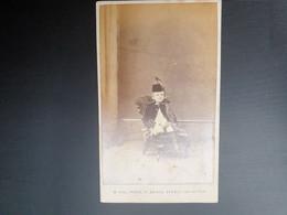 Cdv Ancienne Vers 1880. Portrait D Un Jeune Garçon En Costume.  Photographe W. HALL. BRIGHTON - Antiche (ante 1900)