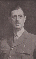 240339Le General De Gaulle, President Du Comité National (linksonder Een Vouw) - Personen