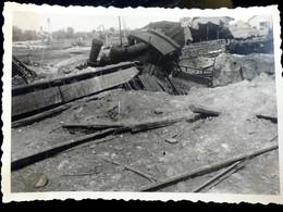 PHOTO ORIGINALE _ VINTAGE SNAPSHOT : BOMBARDEMENT _ TRAIN _ GARE _ RUSSIE        //BaK.L1 - Guerra, Militari
