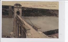 LA ROCHE-BERNARD   *   Le Pont Suspendu - Entrée Du Pont  -  CPA En Bon état - La Roche-Bernard