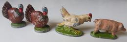 Ca4.p- 4 Figurines Anciennes Animaux Métal Alu Ferme Dindon Poule Cochon Porc Volaille Gallinacé Basse Cour - Pigs