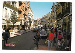 CPM Tarbes 65 Avenue Foch Rue Semi Piétonne , Beau Plan Animé , Mercerie Electro Ménager Renault 4 L - Tarbes