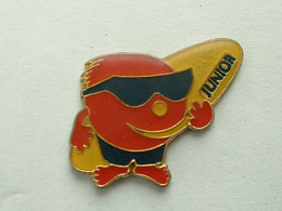 Pin's SURF - JUNIOR - Other