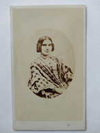 Photo CDV - Portrait Jeune Anglaise Assise  - Mode - Circa 1865/70 - Leeds BE - Alte (vor 1900)