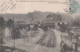 612 - Besançon - La Gare De La Mouillère Et La Citadelle - Vue Prise De La Passerelle ( Train Chemin De Fer ) - Besancon
