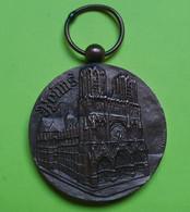Médaille Bronze - HOMMAGE De La Ville De REIMS 1914 1918 - Coutré - Diamètre 27 Mm Poids Avec L'anneau 11.27 Gr. - Sonstige