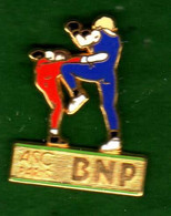 Pin's BNP ASC Paris  Boxe Savate  Zamac  Ballard - Unclassified