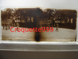 Photo Plaque Verre Stereo GUERRE WWI DEFILE VICTOIRE DELEGATION POLONAISE 6 X 13 Cm - Plaques De Verre