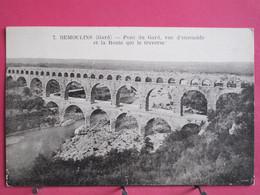 30 - Remoulins - Pont Du Gard Vue D'ensemble Et La Route Qui Le Traverse - Scans Recto-verso - Remoulins