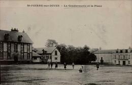14-ST-PIERRE SUR DIVES...LA GENDARMERIE ET LA PLACE  ...CPA ANIMEE - Other Municipalities