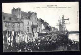 Binic (22 Côtes D'Armor) 547- Procession Et Bénédiction Des Islandais Avant Le Départ (bateaux De Pêche ,Terre Neuvas) - Binic