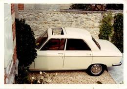 Photo Couleur Originale B.B. Peugeot 304 Berline En Vue Plongée, Toit Ouvrant Et Intérieur Skaï Marron Vers 1970 - Automobiles