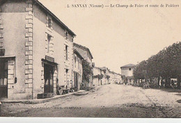 SANXAY. - Le Champ De Foire Et Route De Poitiers . Carte RARE - Sonstige Gemeinden