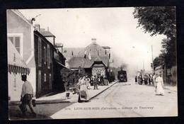 LION SUR MER (14 Calvados ) Arrivée Du Tramway ( Belle Animation , Gare ) J. Bréchet Edit. N° 204 - Sonstige Gemeinden