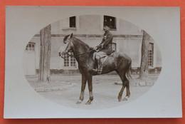 Carte Photo  Du 4e Régiment Des Spahis Marocains En 1934 (personnage Et Cheval Nommés) - Personaggi