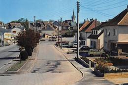 MAGNAC-BOURG - L'entrée Du Bourg - Renault 4L - Sonstige Gemeinden