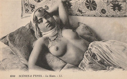 CARTE POSTALE ORIGINALE ANCIENNE : JEUNE FEMME ARABE PIN UP SEXY ET EROTIC FAISANT LA SIESTE SEINS NUS - Escenas & Tipos