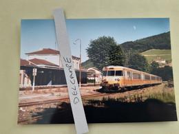SNCF : Photo Originale L THOMAS : Autorail Turbotrain RTG T 2004 En Panne à Tarare (69) En 1998 - Treinen