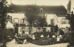 Carte Photo PIONSAT (Puy De Dome) Dans Le Jardin D'une Belle Maison Les Hommes Bridgent Les Femmes Causent  RARE - Otros Municipios