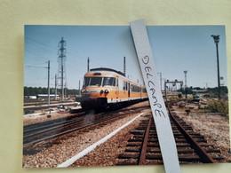 SNCF : Photo Originale L THOMAS : Autorail Turbotrain RTG T 2049 à Caen (14) En 1995 - Treinen