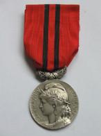 Décoration-médaille - Ligue Républicaine Du Bien Public - Aux Bons Serviteurs De La France  ***** EN ACHAT IMMEDIAT **** - Francia