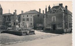 Cpsm 79 Ménigoute La Mairie & Monument Aux Morts - Sonstige Gemeinden