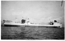 Grande Photo D'un Pétrolier CHAMPAGNE En Rade Dans Un Port - Barcos