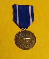 Médaille Commémorative OTAN Ex-Yougoslavie , FABRICATION RECENTE ,ETAT NEUF VOIR PHOTO . POUR TOUT RENSEIGNEMENT ME C - Francia