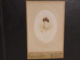 Grande Ancienne Cdv 10/6cm Environ.vers 1880. Portrait D Une Femme élégante.  Photographe EUGÈNE DE PARIS.  TOULON - Alte (vor 1900)