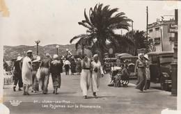 (vir))ALPES MARITIMES , JUAN LES PINS , Les Pyjamas Sur La Promenade - Altri Comuni