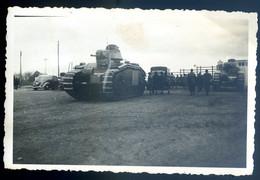 Photo Originale Chars De Combat En Avril 1940  à Aubigny Sur Nère -- Le Malmaison Et Le Sudcol     NOV20-04 - Guerra, Militares