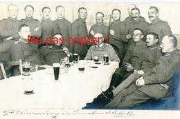 CARTE PHOTO ALLEMANDE - LES OFFICIERS ET SOLDATS DU CAMP DE PRISONNIERS A STENAY MEUSE - GUERRE 1914 1918 - Guerre 1914-18