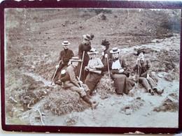Petite Photo Cartonnée 6 X 9 - Groupe De Randonneurs En Montagne - 1900 - Dos Muet  BE - Lugares