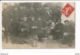 Carte Photo Manoeuvre Militaire Corvée De Pluches ( Au Dos Cachet De Départ Francueil En 1908 ) - Manöver