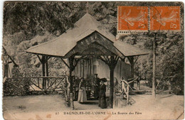 61kl 922 CPA - BAGNOLES DE L'ORNE - LA SOURCE DES FERS - Bagnoles De L'Orne